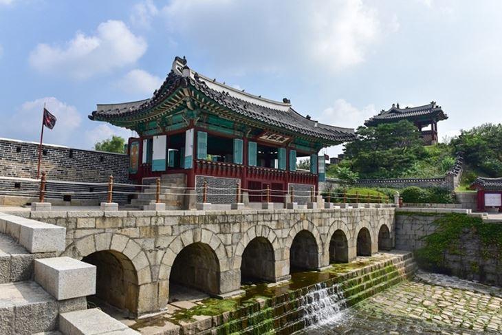1554973827_thanh-co-Hwaseong